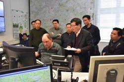 [Translate to Englisch:] Chinesische Waldbrandexperten in der Waldbrandzentrale Wünsdorf